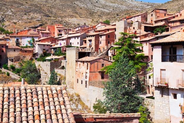 Pittoreske residentiële huizen in albarracin