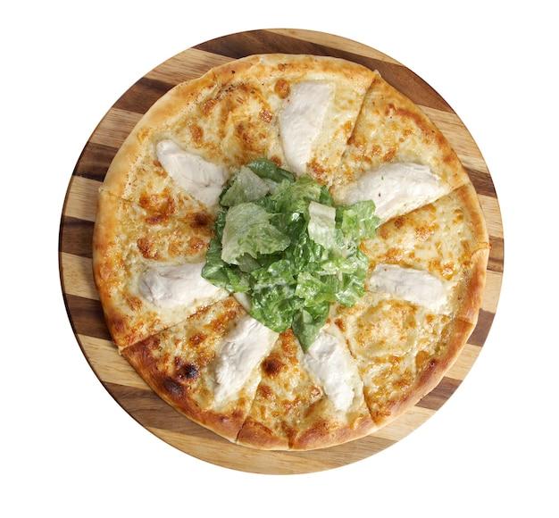 Pizwith vlees kip. italiaanse keuken. studio. geïsoleerd op witte achtergrond.