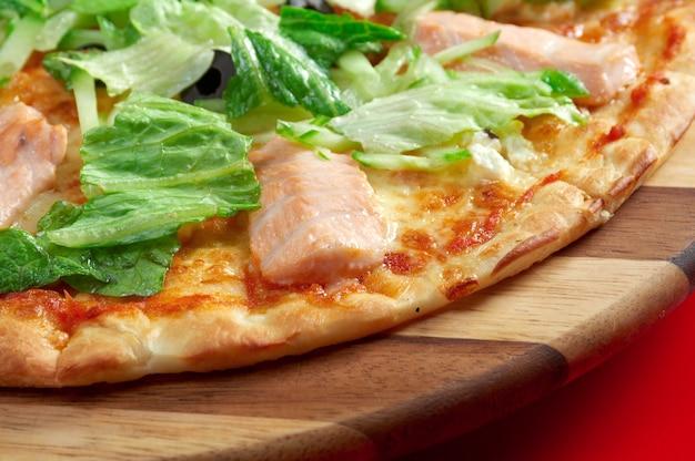 Pizza atlantische zalm. italiaanse keuken. studio