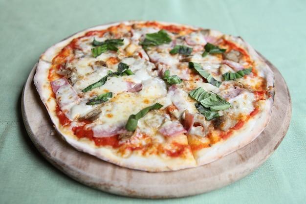 Pizza ham en champignons