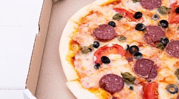 Pizza in een doos