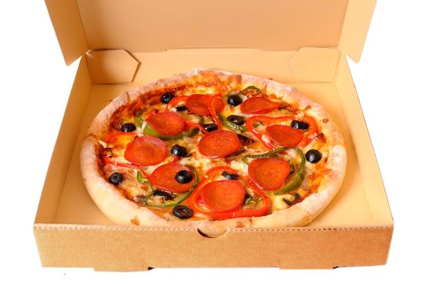 Pizza in een leveringsdoos