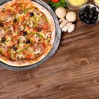 Pizza klaar om te serveren