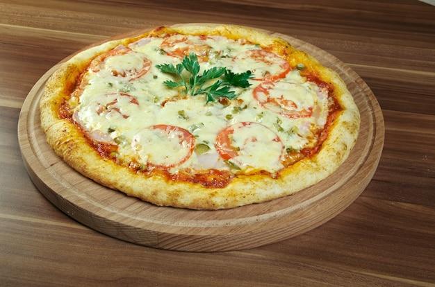 Pizza margherita pizza met tomaten