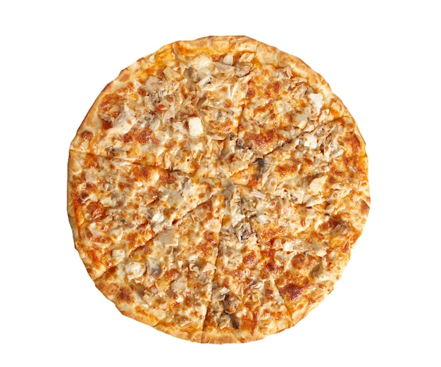 Pizza met kip en champignons geïsoleerd op een witte achtergrond.
