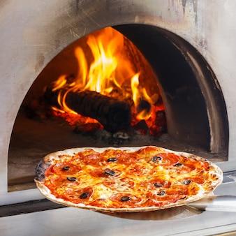 Pizza met vuuroven