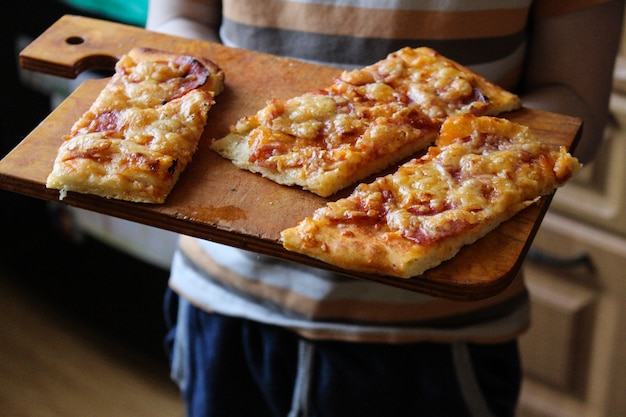 Pizza met worsten
