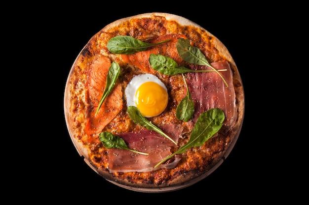 Pizza parmaham, zalm, ei, rucola
