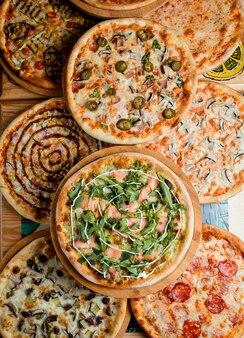 Pizza's op tafel, bovenaanzicht