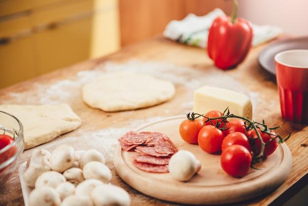Pizza voorbereiding set ingrediënten