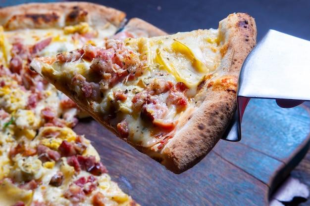 Pizzapunt met mozzarella en spek