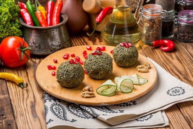 Pkhali, georgische schotel met noten