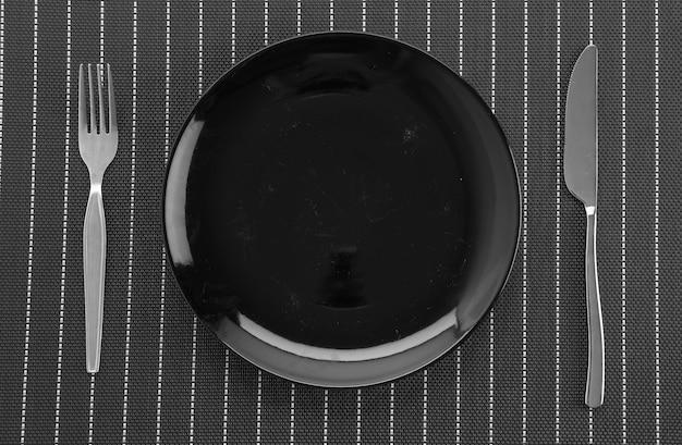 Plaat mat met plaat vork en mes