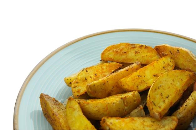 Plaat met aardappelpartjes die op wit worden geïsoleerd