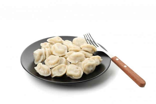 Plaat met bollen en vork die op wit wordt geïsoleerd