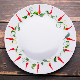 Plaat met chili ornament
