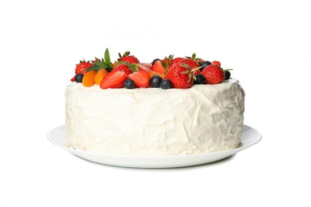 Plaat met de cake van de bessenroom op witte achtergrond wordt geïsoleerd die