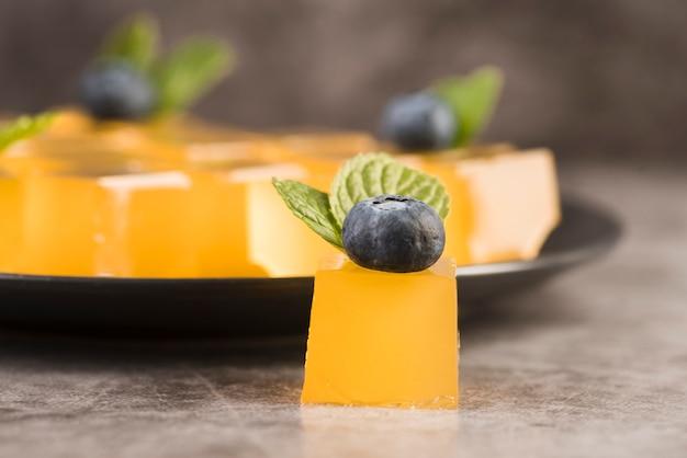 Plaat met vers dessert