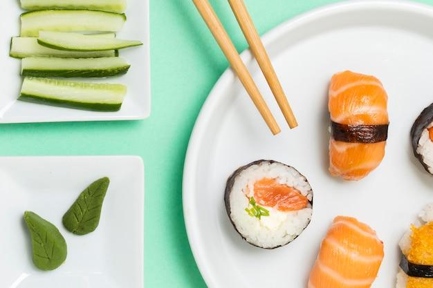 Plaat met verse sushi