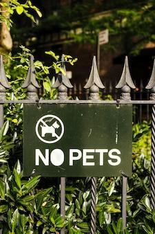 Plaat op hek geen huisdieren