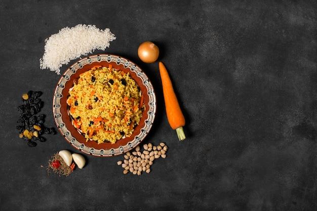 Plaat van indisch pilau met rijst
