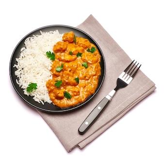 Plaat van traditionele geïsoleerde kippenkerrie en rijst