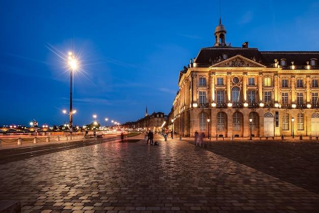 Place de la bourse in bordeaux, frankrijk. een unesco-werelderfgoed