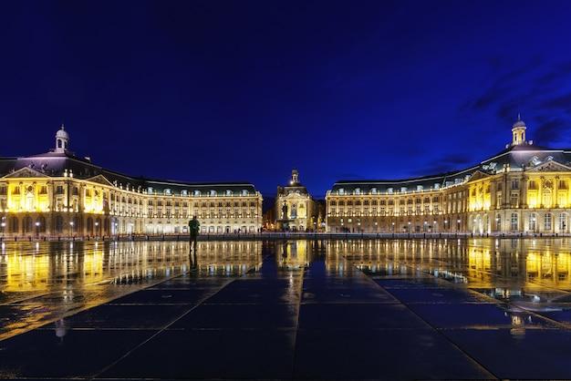 Place de la bourse met bezinning in bordeaux, frankrijk