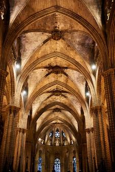 Plafond van de kathedraal van santa eulalia in barcelona, spanje