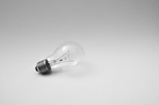 Plafondlamp met schaduw geïsoleerd op lichtgrijs