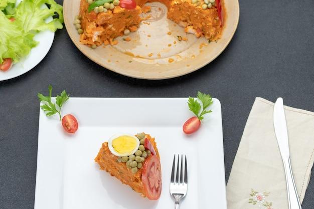 Plak couscous een paulista op een wit bord