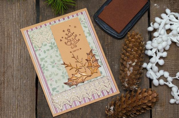 Plakboek achtergrond. kerstkaart en gereedschap met decoratie