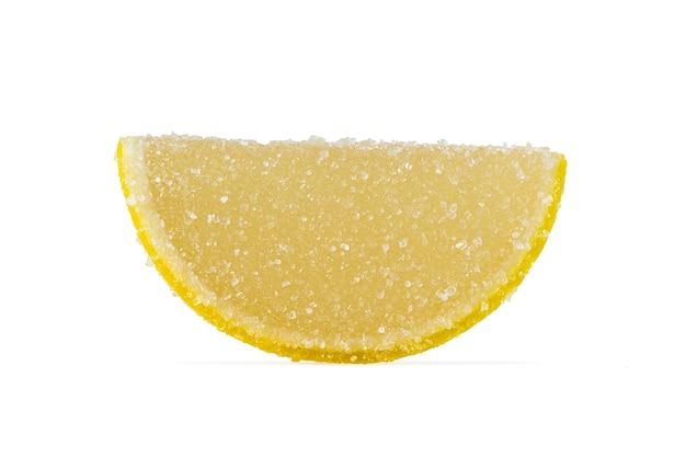 Plakje gele marmelade bestrooid met kristalsuiker