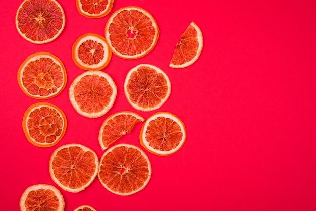Plakjes gedroogde sinaasappel