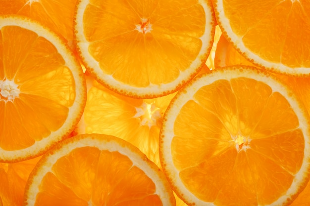 Plakjes pulp en schil rijpe sinaasappel