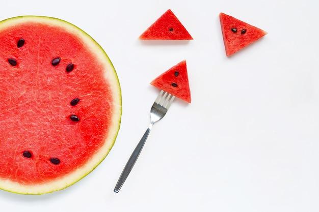 Plakken van watermeloen op witte achtergrond worden geïsoleerd die.