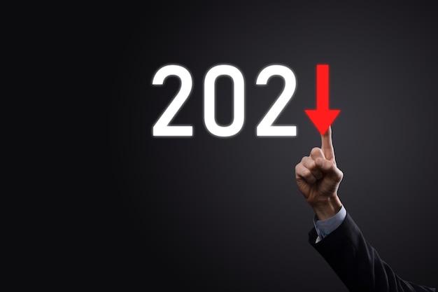 Plan negatieve bedrijfsgroei in het concept van het jaar 2021. zakenmanplan en toename van negatieve indicatoren in zijn bedrijf, daling van bedrijfsconcepten.