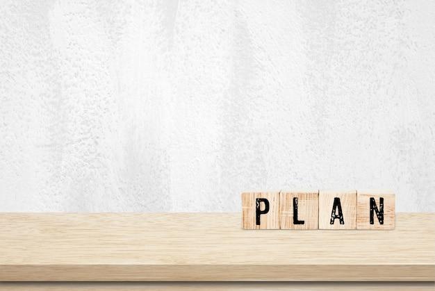Plan word op houten kubussen