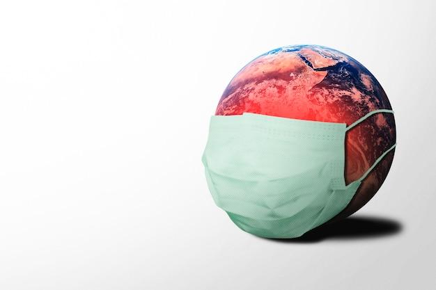 Planeet aarde draagt een masker terwijl hij besmet is met het coronavirus
