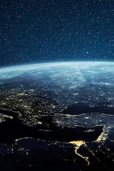 Planeet aarde vanuit de ruimte 's nachts