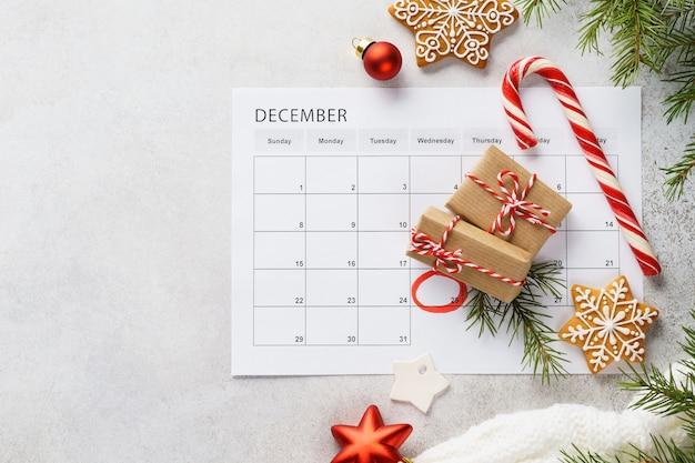 Plannerpagina met kerstcadeau dozen, koekjes en decoratie