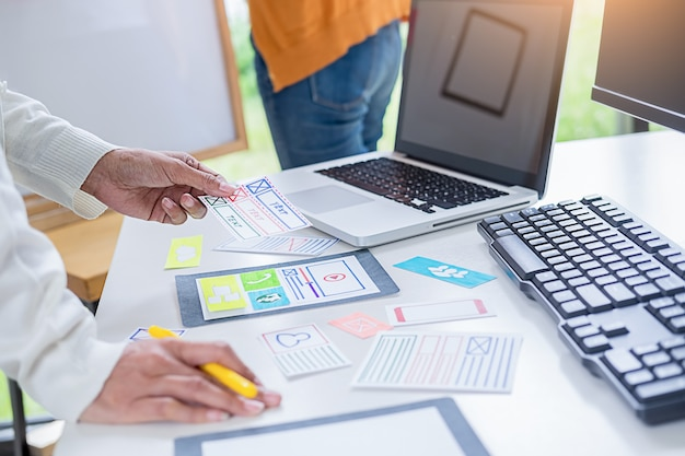Planningstoepassing creative web designer en ontwikkeling van sjabloonlay-out.