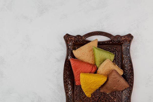 Plantaardige halva met verschillende smaken meloen pistachenoten granaatappel chocolade rozijnen