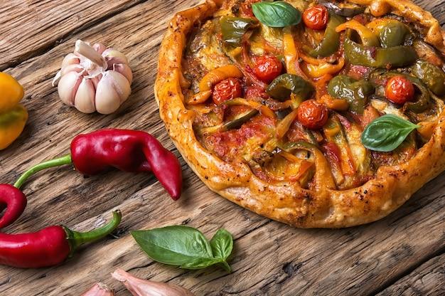 Plantaardige zelfgemaakte pizza