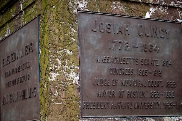 Plaquette op het standbeeld van josiah quincy iii in boston, massachusetts, vs.