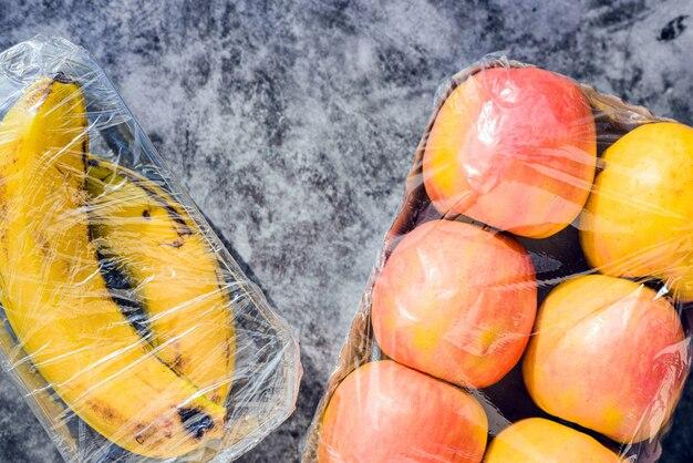 Plastic afval is niet duurzaam en vervuilt onnodig fruitverpakking.