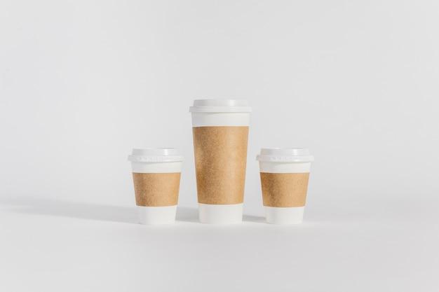 Plastic bekers van verschillende groottes