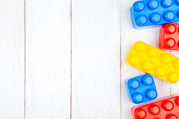 Plastic bouwstenen voor kinderen
