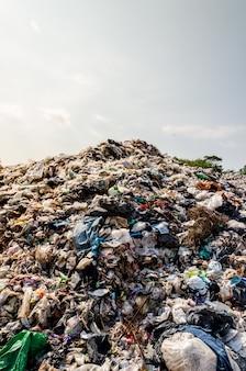 Plastic en ander afval bij gemeentelijk afval