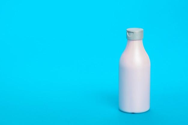 Plastic fles geïsoleerd